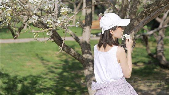 向日葵视频播放器最新版:一款拥有超多美女大尺度私密福利的成年人看污软件